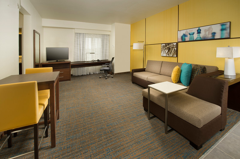 21 - Suite One Room Living - RI Texarkana.jpg