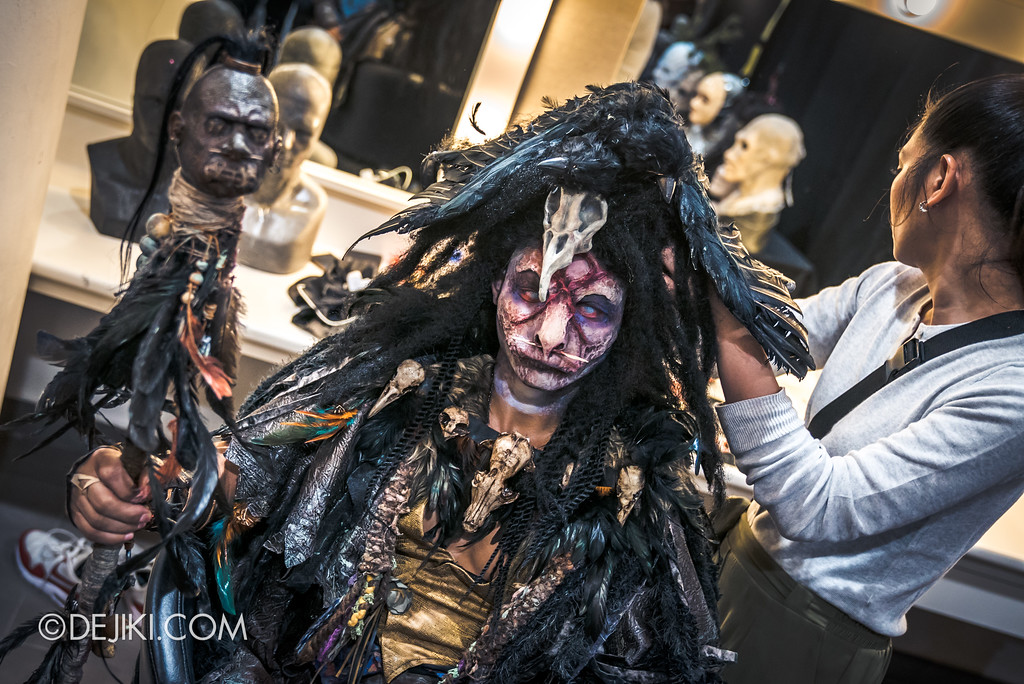Halloween Horror Nights 7 Behind the Scenes: The Making of the Midnight Man, Iconic Character for HEX haunted house - The final touch
