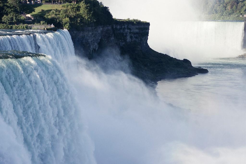alexandergardner-Niagara-20110823-46