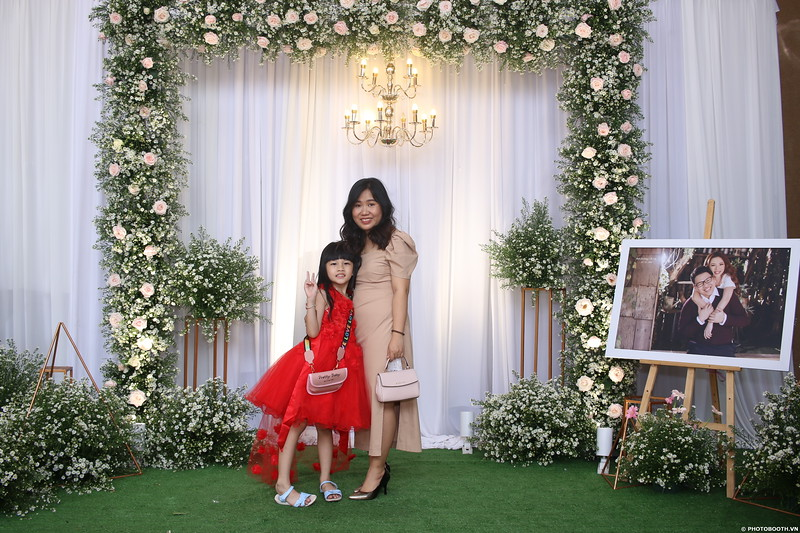 Vy-Cuong-wedding-instant-print-photo-booth-in-Bien-Hoa-Chup-hinh-lay-lien-Tiec-cuoi-tai-Bien-Hoa-WefieBox-Photobooth-Vietnam-058.jpg