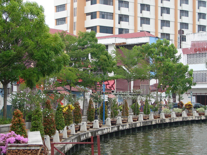 On our river walk with Historian Arhchoo in Malacca (9).JPG
