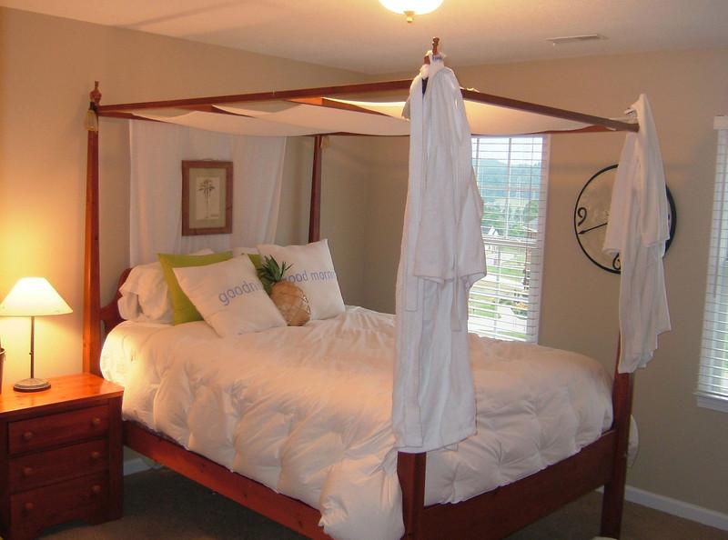 !029-Bedroom.jpg