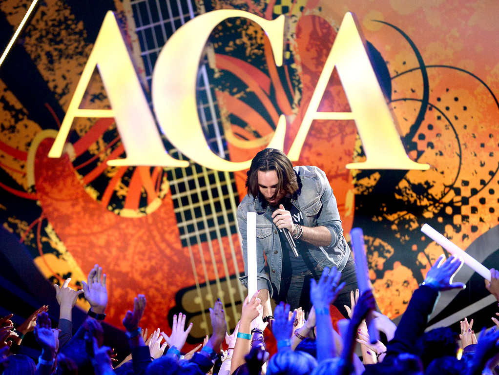 . Recording artist Jake Owen performs onstage during the 2013 American Country Awards at the Mandalay Bay Events Center on December 10, 2013 in Las Vegas, Nevada.  (Photo by Ethan Miller/Getty Images)