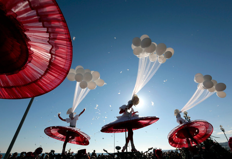 ". Artists perform during the Carnival parade in Nice February 16, 2013. The 129th Carnival of Nice runs from February 15 to March 6 and celebrates the ""King of the Five Continents\"".     REUTERS/Eric Gaillard"