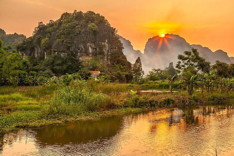 Ninh Binh River SunsetIMG_7580.jpg