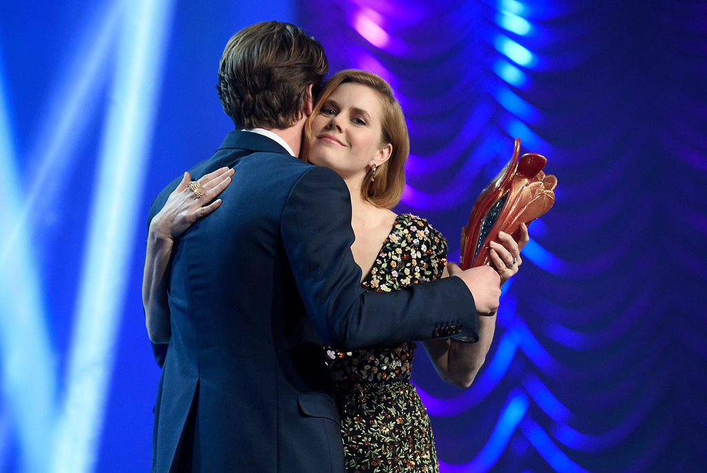 ". Andrew Garfield, left, presents the Chairman\'s award to Amy Adams for ""Arrival\"" at the 28th annual Palm Springs International Film Festival Awards Gala on Monday, Jan. 2, 2017, in Palm Springs, Calif. (Photo by Chris Pizzello/Invision/AP)"