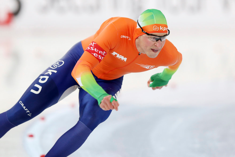 . Sven Kramer of the Netherlands competes during the 500m men\'s race at the World Speedskating Championships in the Viking Ship Arena in Hamar, central Norway February 16, 2013, in this picture provided by NTB Scanpix. REUTERS/Hakon Mosvold Larsen/NTB Scanpix