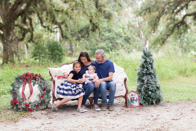 Holiday Minis- Scarth Family-15.jpg