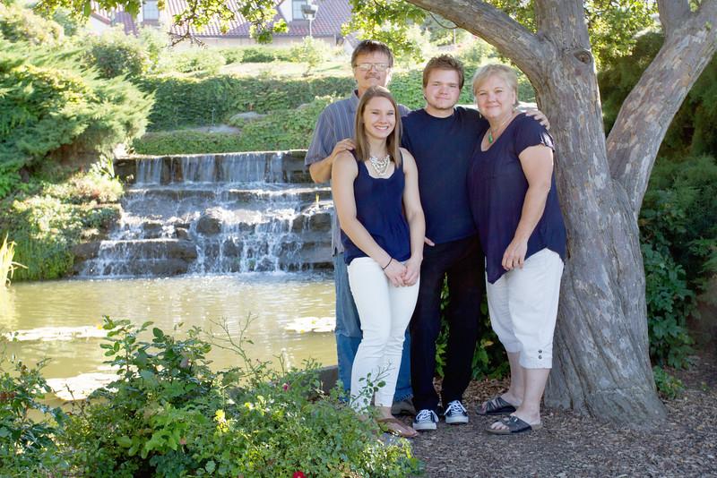 FamilyPortrait_8.20.16_11.jpg