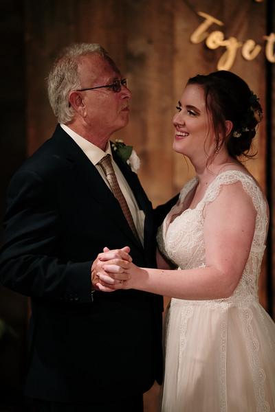 rustic_ohio__fall_barn_wedding-400.jpg