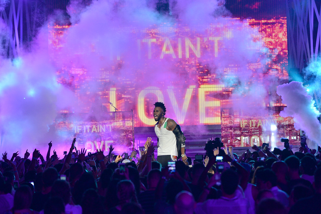 . Jason Derulo performs on stage during 2016 iHeartRadio Summer Pool Party at Fountainbleau Miami Beach on May 21, 2016 in Miami Beach, Florida.  (Photo by Jason Koerner/Getty Images for iHeartMedia)