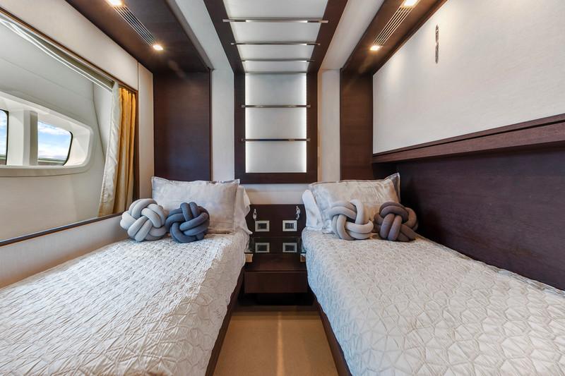 Yacht Scarlet_103 Azimut_Interiors9.jpg