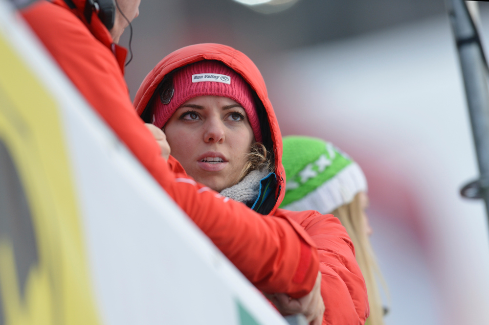 Description of . Laura Kildow sister of United States Lindsey Vonn reacts after Vonn crashed during the women's super-G at the Alpine skiing world championships in Schladming, Austria, Tuesday, Feb.5,2013. (AP Photo/Kerstin Joensson)