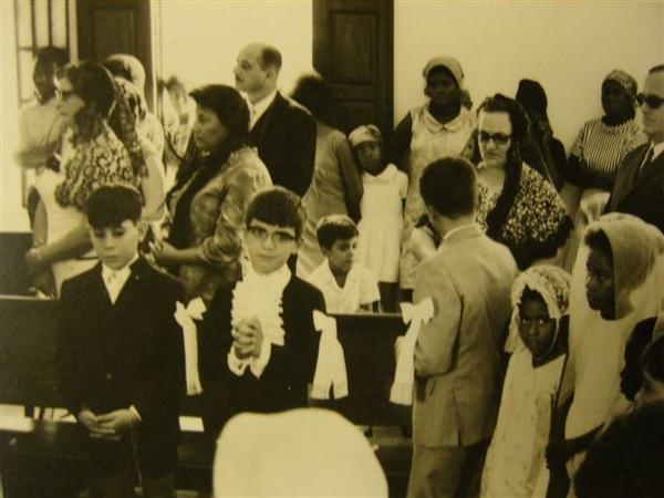 Dundo. Comunhão solene Jorge Gastão, João e D. Celeste Pombo