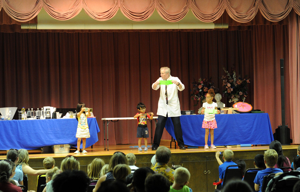 """. (John Valenzuela/ Staff Photographer)  Rich Blagden of Achieve Science a.k.a \""""Mr. B the Science Guy\"""" brought his interactive science show to the Contemporary Club, kicking off the start of the Summer Reading Program."""
