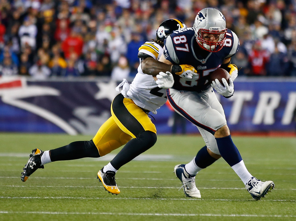 . Rob Gronkowski #87 of the New England Patriots catches a pass in front of Shamarko Thomas #29 of the Pittsburgh Steelers in the second quarter at Gillette Stadium on November 3, 2013 in Foxboro, Massachusetts.  (Photo by Jared Wickerham/Getty Images)