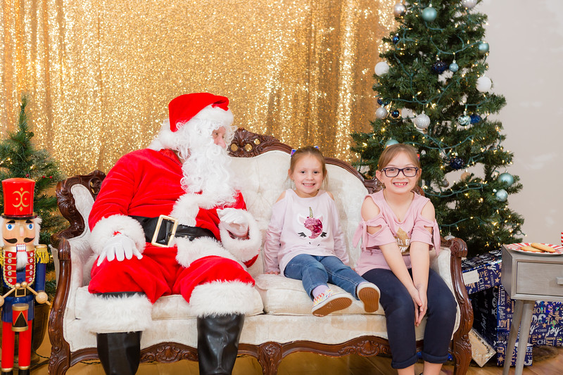 FADS Picture with Santa-242.jpg