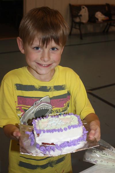 Mid-Week Adventures - Cake Decorating -  6-8-2011 184.JPG