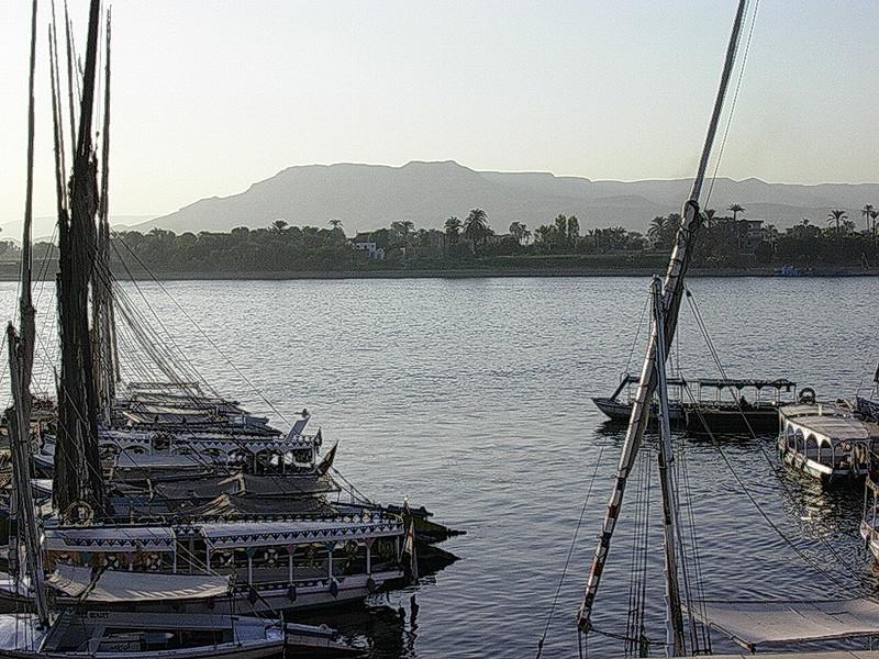 Turistbåter ved kai i Luxor (Foto: Ståle)