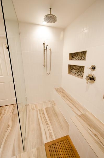 modern-glass-bathroom-012.jpg