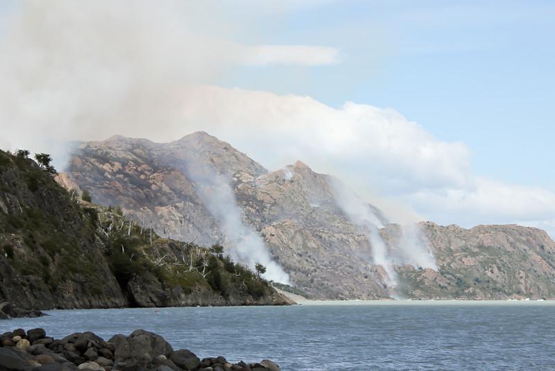 Torres del Paine Fire 03.jpg