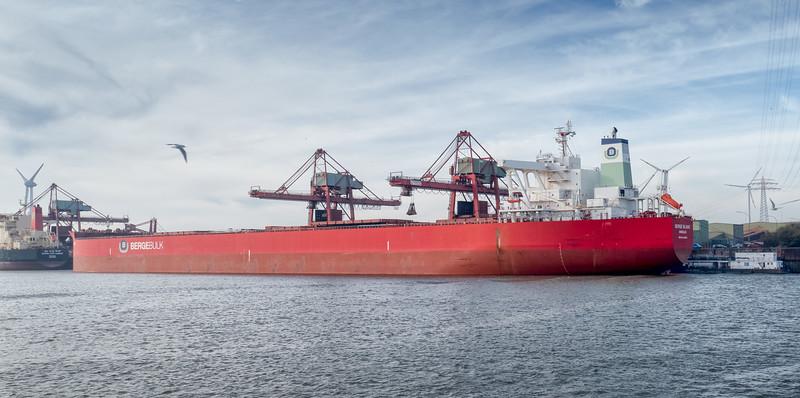 Hamburg Massengutfrachter im Hansaport