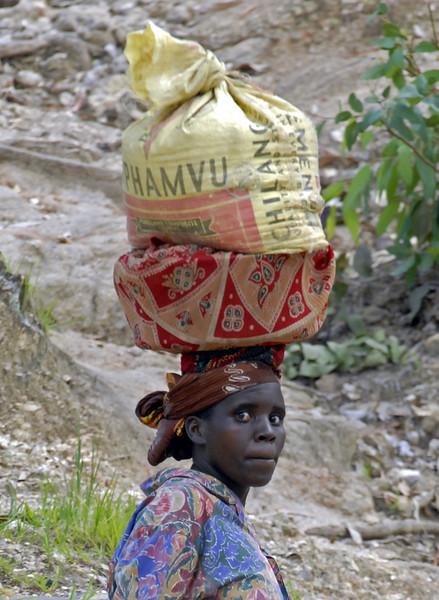 070109 3870-B Burundi - Bujumbura - Surrounding hills _L ~E ~L.JPG