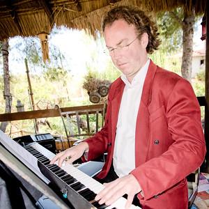 51115 Piano player