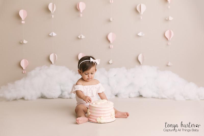 Amelia-CakeSmash-LOW-Resolution370A5330-Edit.jpg