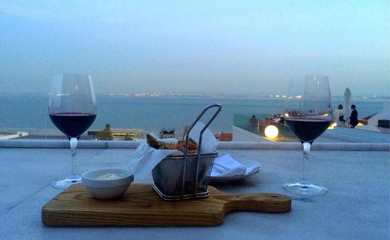 Visit_Portugal_wine.jpg