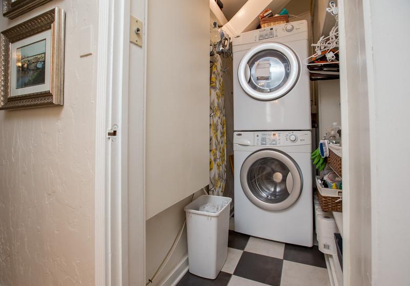 Laundryroom 1.jpg