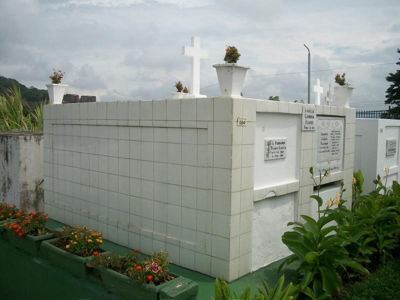 EscazuCentro_Cemetery1f.jpg