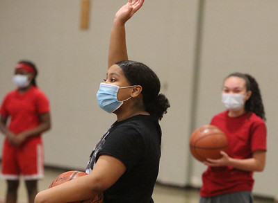 Lowell girls basketball practice 121520