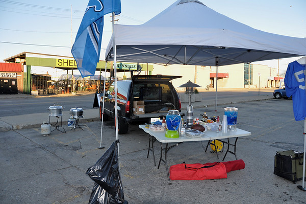 lions tailgate 103110