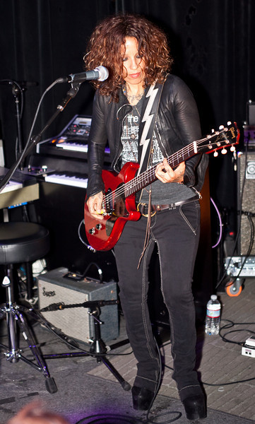 Linda Perry at Red Devil April 19 2011