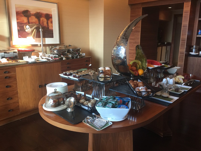 Ritz Carlton club Lounge - 1.JPG