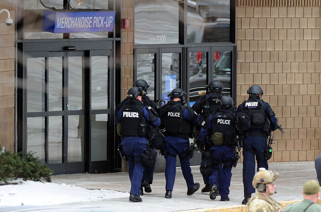 . Police enter to a Sears store at the Columbia Mall after a fatal shooting on January 25, 2014, in Columbia, Maryland.  AFP PHOTO/Jewel SAMAD/AFP/Getty Images