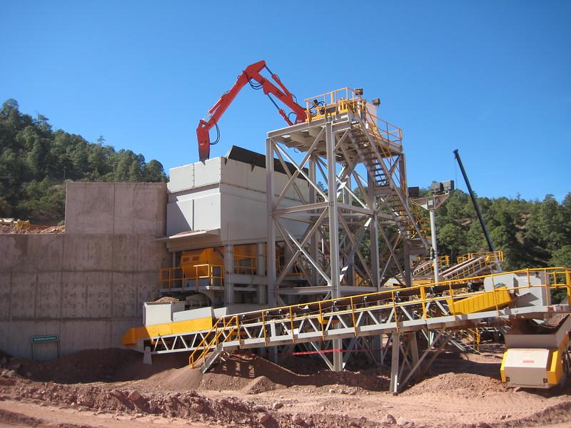 NPK B700 pedestal boom system (sn 1N7470) with GH6 hydraulic hammer-secondary rock breaking (4).jpg