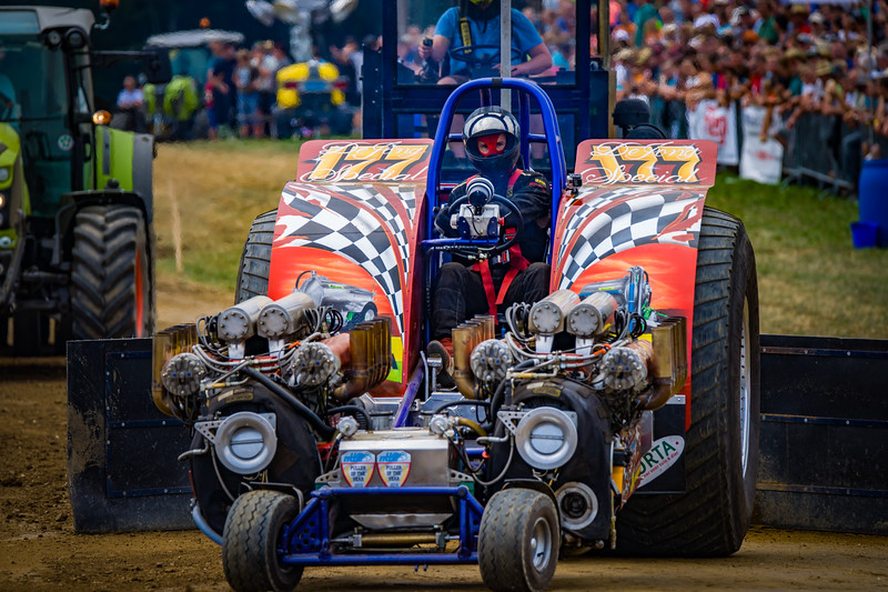 Tractor Pulling 2015-02339.jpg