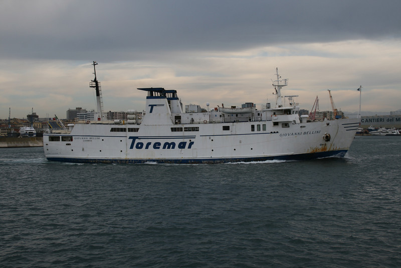2011 - F/B GIOVANNI BELLINI departing from Napoli.