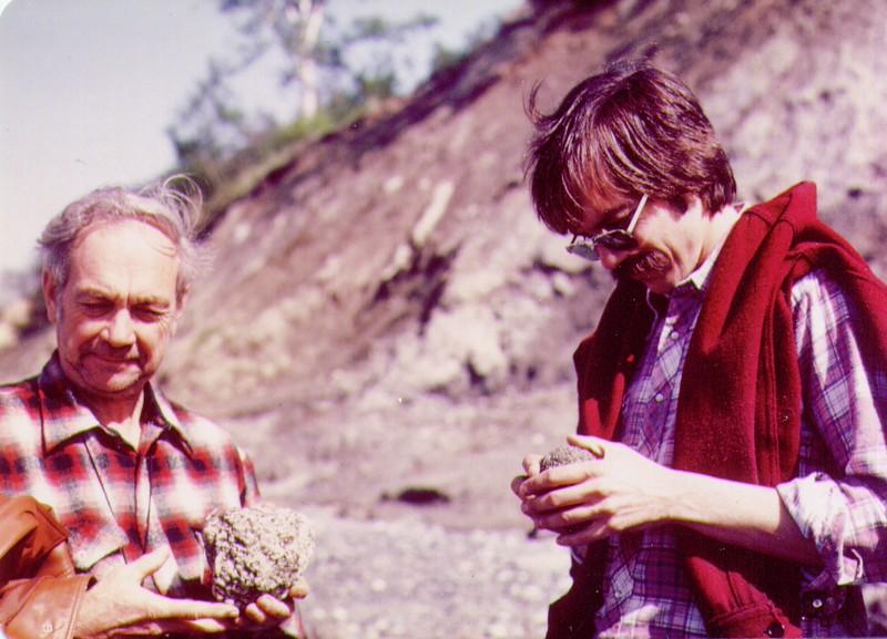 Wayne,Dave on Beach at Captain Cook, June 1980_jpg.jpg