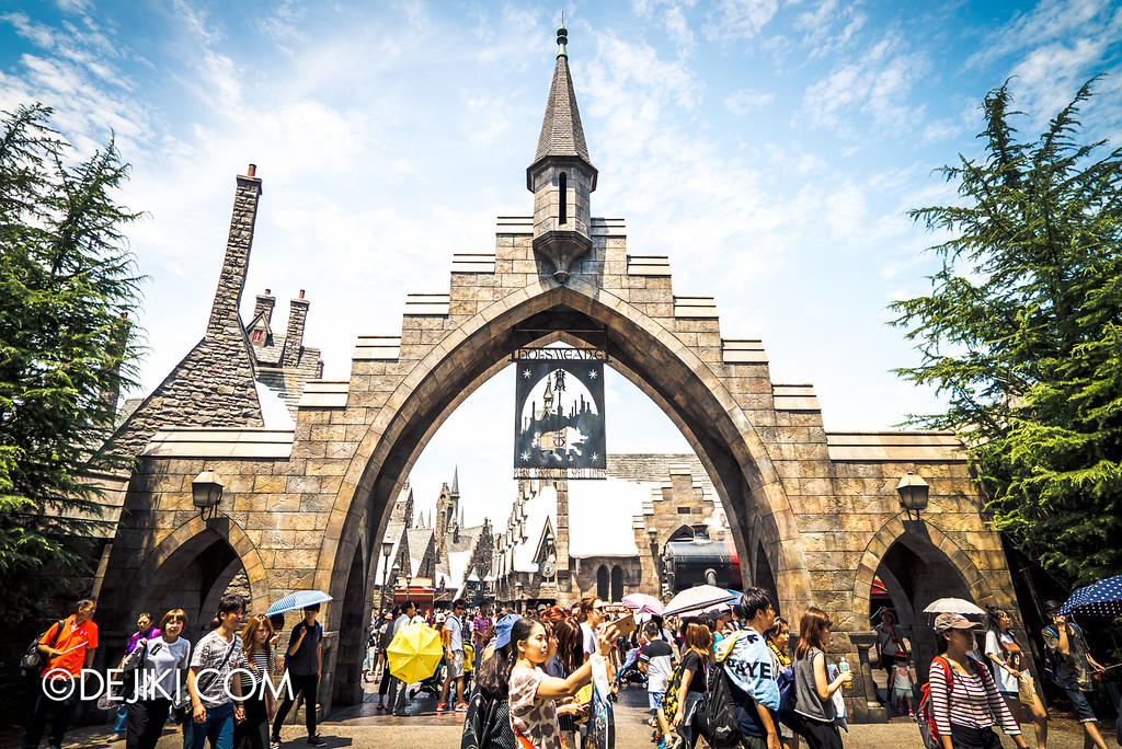 Universal Studios Japan - The Wizarding World of Harry Potter - Hogsmeade Arch front