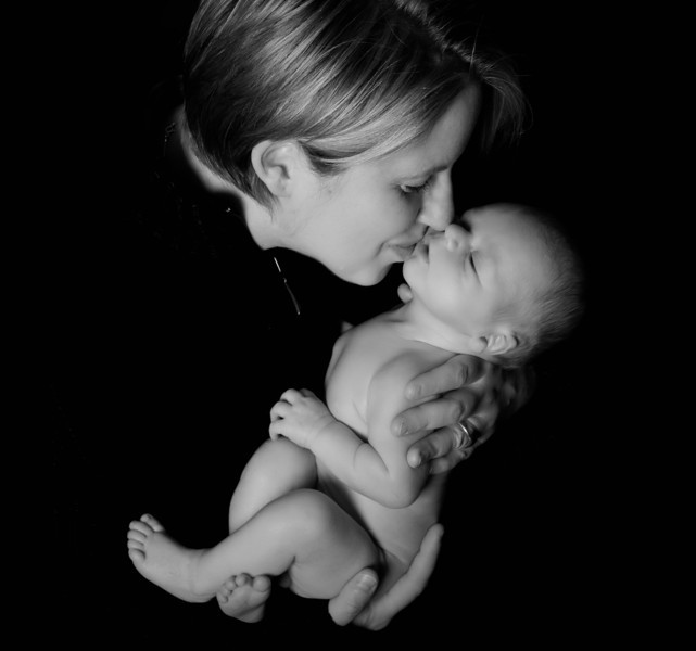 mother_and_newborn_image_parris_photography.jpg