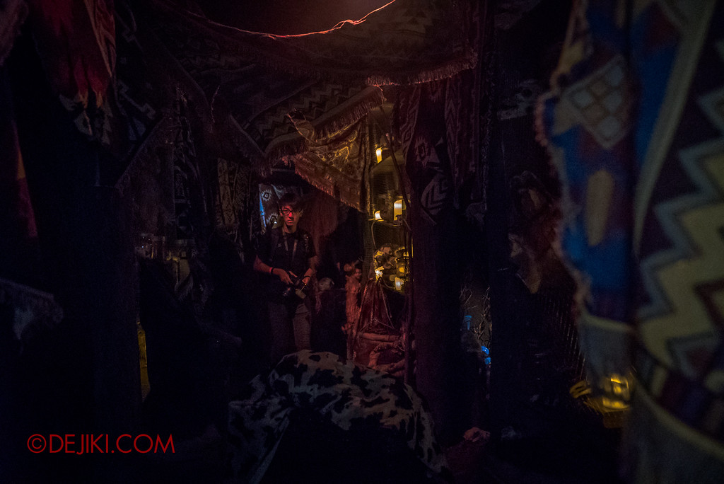 Halloween Horror Nights 7 - HEX haunted house / Corridors of collections featuring Tong Ming