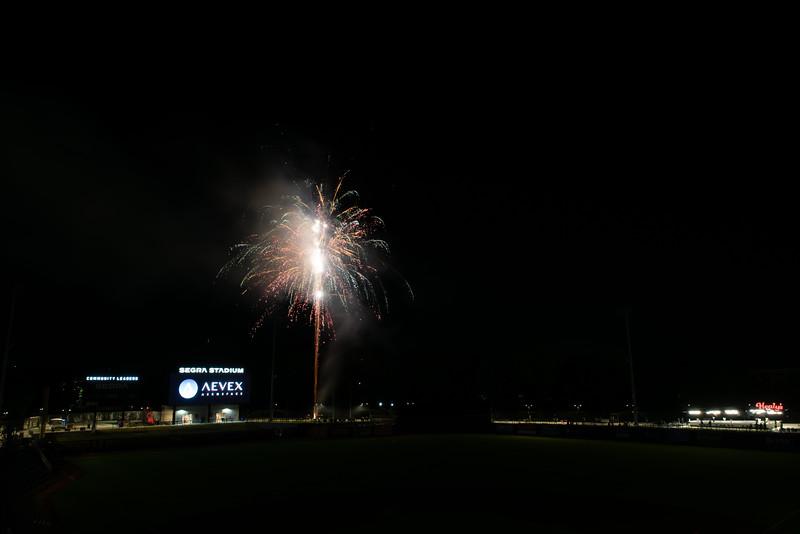 Fireworks_750_0538.jpg