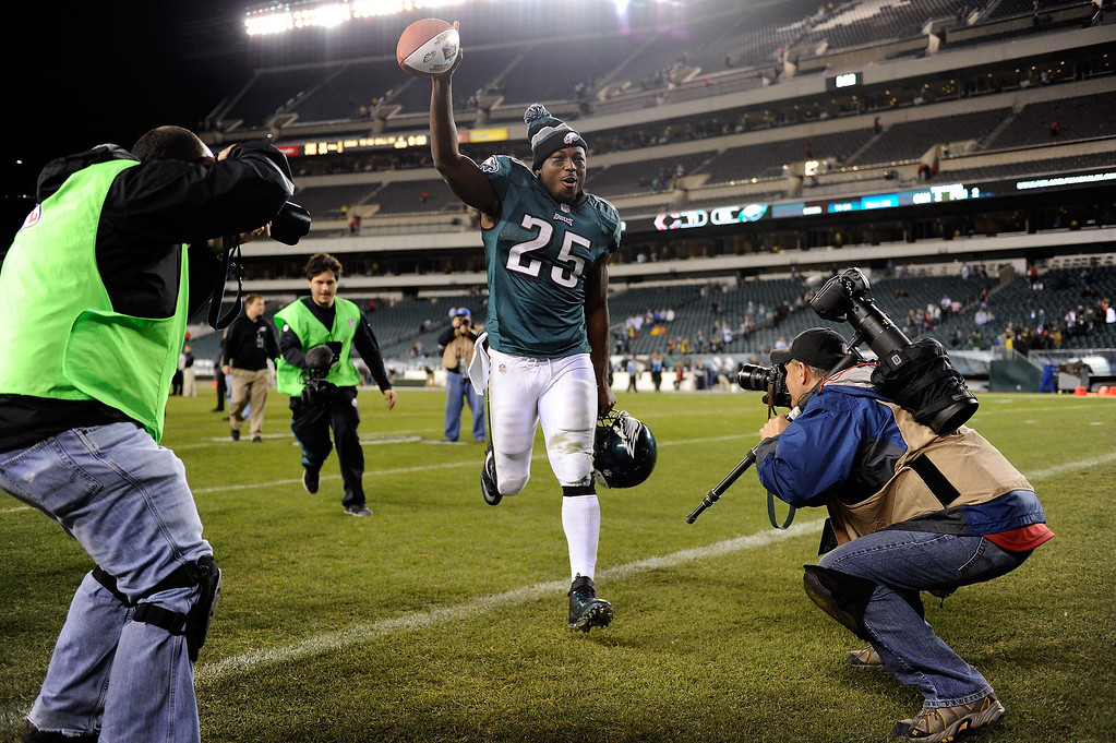 . LeSean McCoy #25 of the Philadelphia Eagles runs off of the field following the game against the Chicago Bears at Lincoln Financial Field on December 22, 2013 in Philadelphia, Pennsylvania. The Eagles defeat the Bears 54-11.  (Photo by Maddie Meyer/Getty Images)