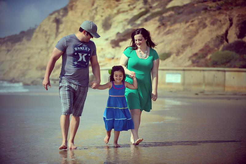 beach family (5 of 1).jpg