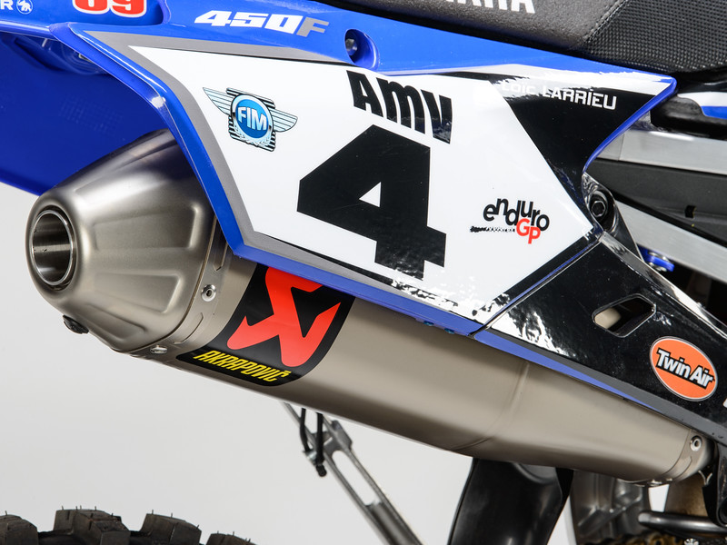 2017_YR_OUTS_detail_WR450F_LARRIEU_003.jpg