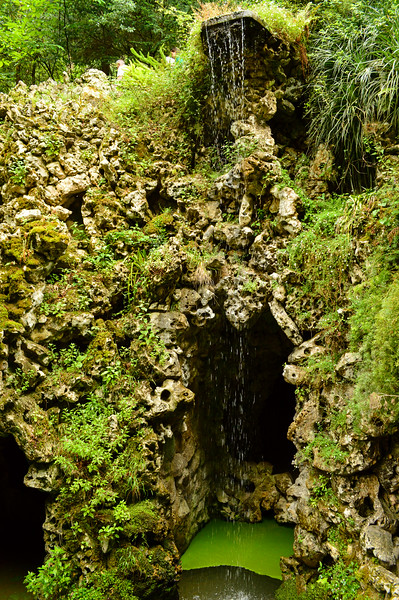 Gardens of Quinta da Regaleira full of tunnels secret hideaways