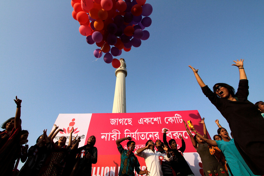 ". Activists release balloons during an event to support ""One Billion Rising\"" global campaign in Kolkata, India, Thursday, Feb. 14, 2013. Flashmobs, rallies with singing and dancing were organized across the country as part of the campaign, timed to coincide with Valentine\'s Day, to bring an end to violence against women. (AP Photo/Bikas Das)"